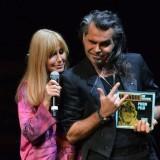 Dori Ghezzi e Piero Pelù, cui è stato assegnato il Premio De André alla Carriera