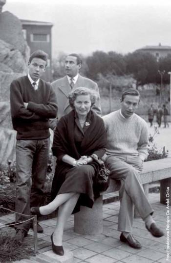 Fabrizio con i genitori e il fratello Mauro a Iglesias nel Natale 1955-56