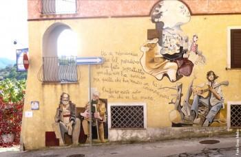 Murales dedicato a Fabrizio De André e Augusto Daolio realizzato dal maestro Francesco del Casino e allievi, Orgosolo (Nuoro), 1999/2000