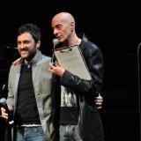 (da sinistra) Massimo Bonelli e Massimo Cotto alla XIV edizione del Premio De André