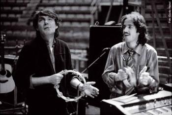 Fabrizio De André con Lucio Fabbri durante il tour con PFM, 1978/79