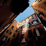 Piazza Grillo Cattaneo, nel cuore buio del quartiere dove il sole del buon Dio non dà i suoi raggi